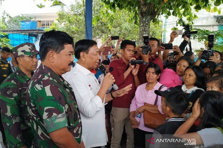 Flash - Menkopolhukam dikabarkan ditusuk saat di Pandeglang