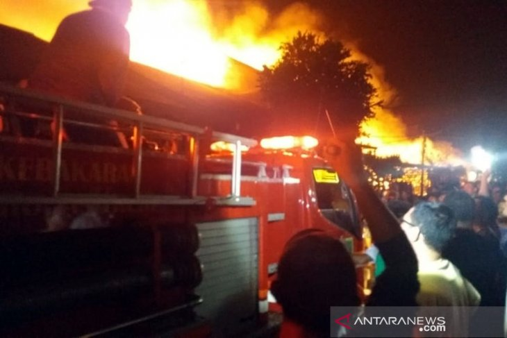 Polsek Bangko amankan seorang pria terkait kebakaran 15 bangunan dan menewaskan dua orang