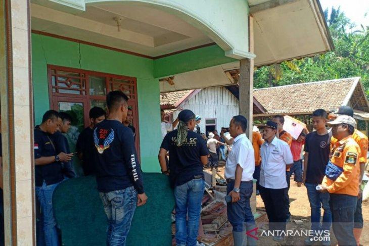 Di Cianjur, satu hari terjadi enam bencana alam