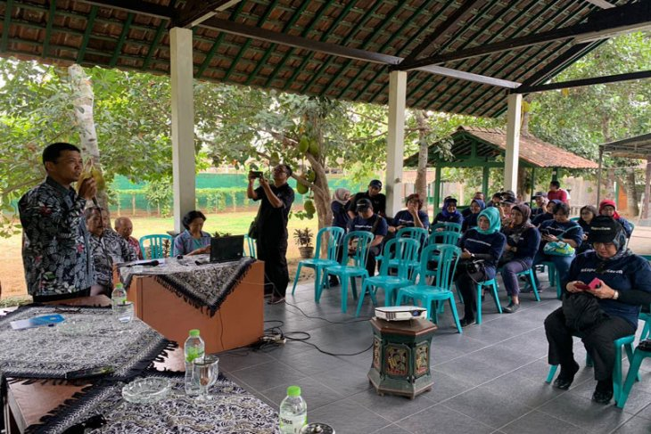 Puluhan humas pemerintah diajak berkunjung ke koperasi wisata Borobudur