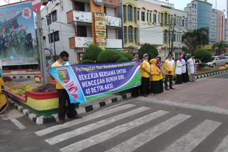 Doctors in Bandarlampung campaign for mental health awareness