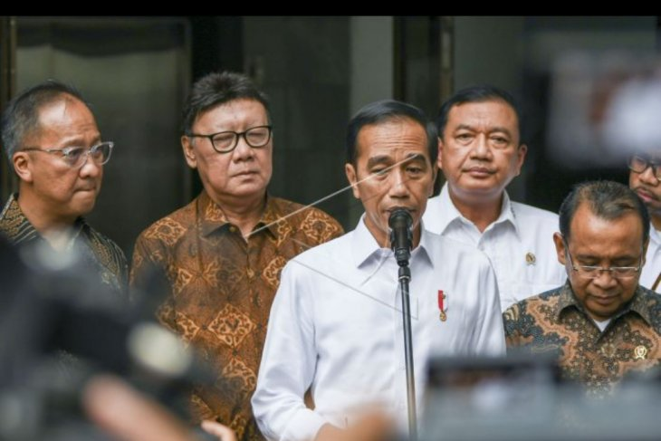 Presiden Jokowi jenguk Wiranto