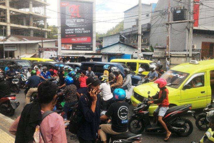 Penjabat Sekda Maluku tinjau korban gempa di Passo