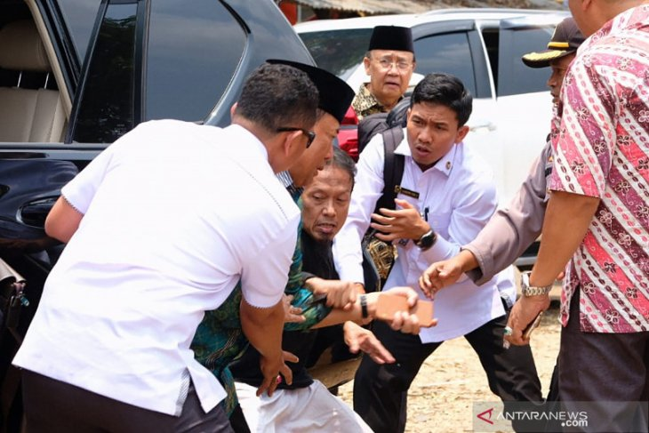 Political elites, Indonesians denounce attack on Minister Wiranto