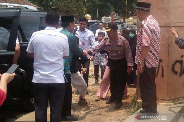 Selain Wiranto, dua orang lainnya juga kena tusuk