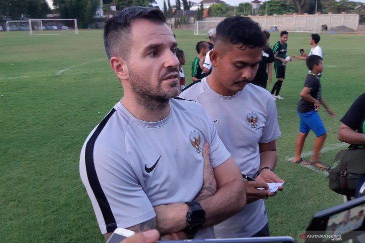 Siapa pelatih timnas Indonesia, jika Simon McMenemy didepak?