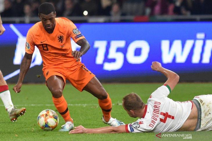 Van Dijk keluhkan kondisi lapangan Stadion Dinamo