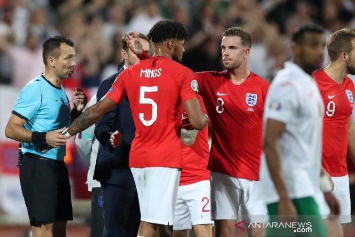 Karena cemooh rasial, wasit hentikan laga Bulgaria vs Inggris dua kali