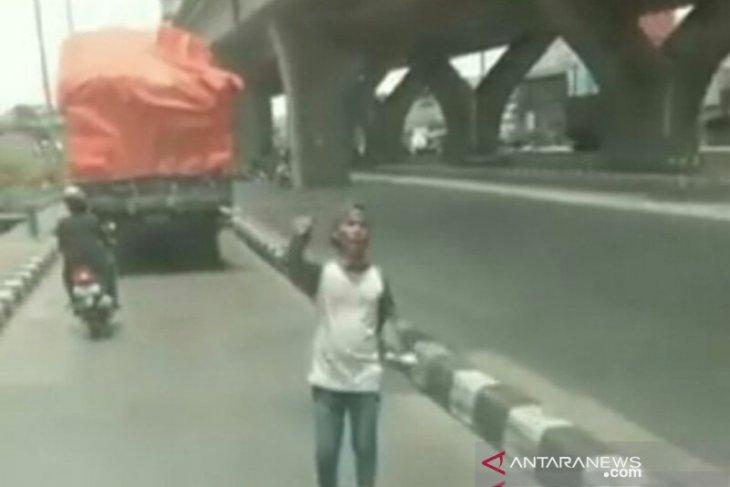 Polisi buru pemalak sopir truk di Underpass Galur-Monas