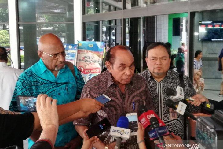 Freddy Numberi ingatkan masyarakat Papua  waspadai provokasi