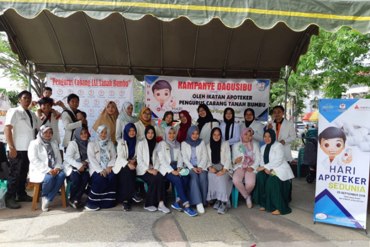 Tanah Bumbu pharmacists save students from drug abuse