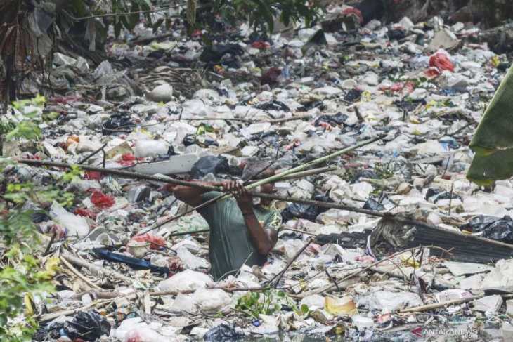 Incomplete combustion of plastic endangers environment: LIPI