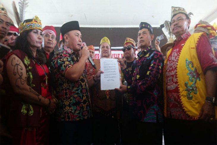 Gubernur  perjuangkan aspirasi Suku Dayak ke Presiden terpilih