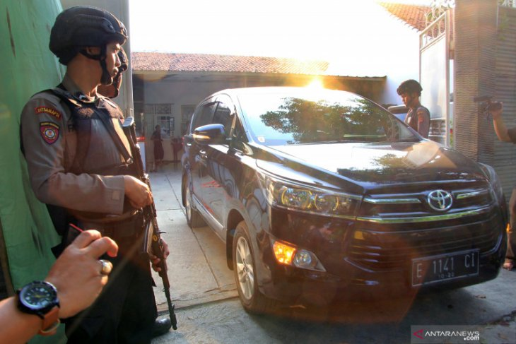 Terkait kasus suap Bupati Indramayu nonaktif, KPK panggil dua saksi