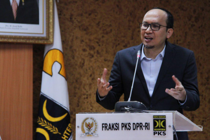Anggota DPR Ecky Awal Mucharam  ingin upaya penurunan defisit perdagangan dipercepat