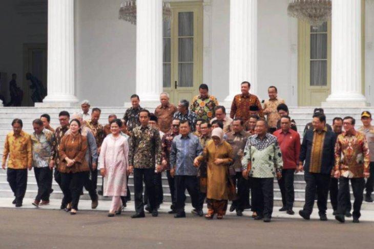 Jokowi silaturahim dengan JK dan kabinet kerja