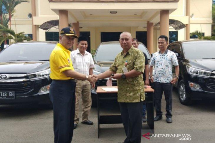Tiga Asisten Bupati HST dapat mobil dinas baru