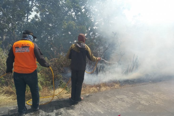 Very strong wind hinders wildfire-fighting efforts on Mount Semeru