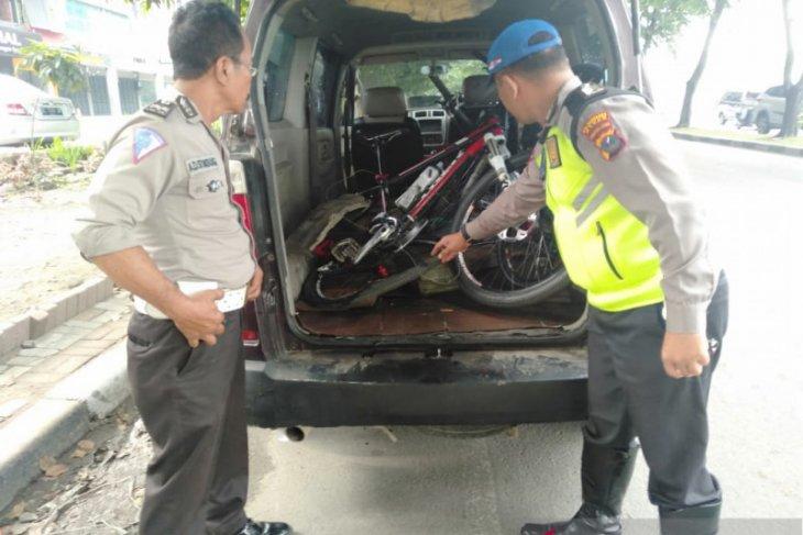 Ditabrak APV saat bersepeda, pensiunan TNI meninggal dunia