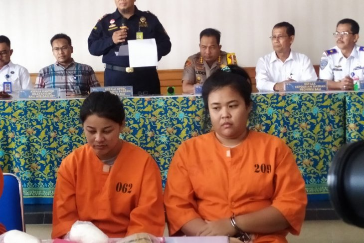 Dua warga Thailand ditangkap karena bawa 958 gram sabu