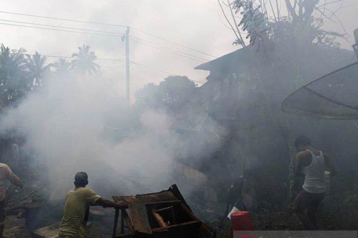 Satu rumah rata dengan tanah,  tiga lainnya rusak akibat kebakaran di Tapsel