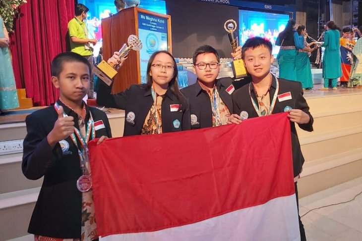Indonesian students emerge as overall champions of ITMO 2019
