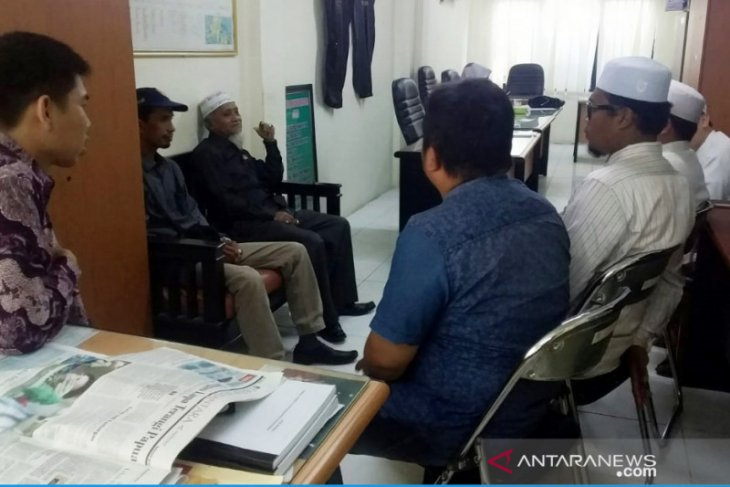 Momen Hari Santri, sejumlah ustadz pengajar Ponpes mengadu ke DPRD HST