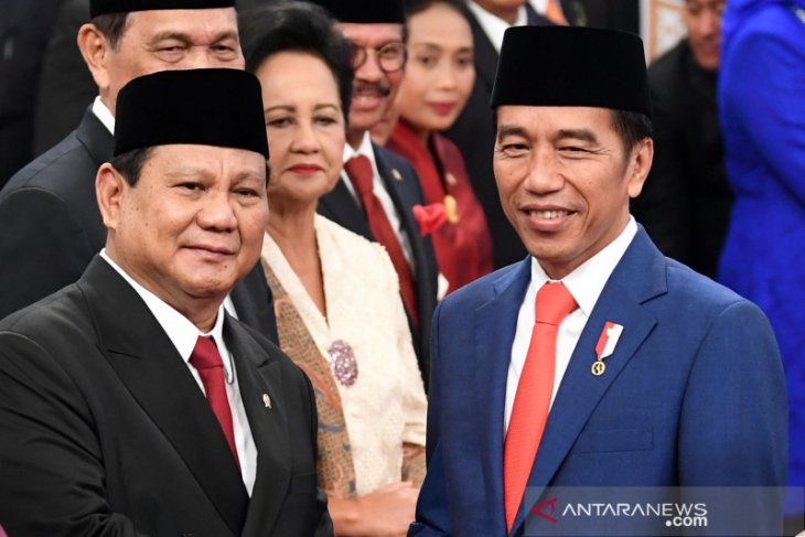 Jokowi springs surprise with Prabowo's inclusion in new cabinet