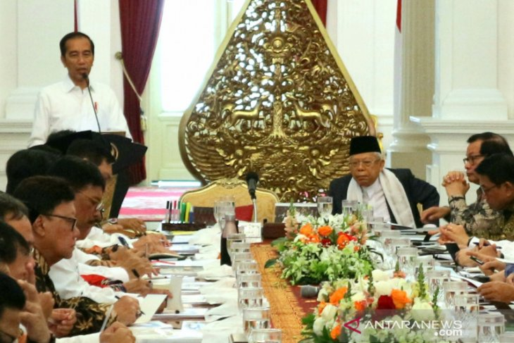 Jokowi urges cabinet members to collaborate as one solid team