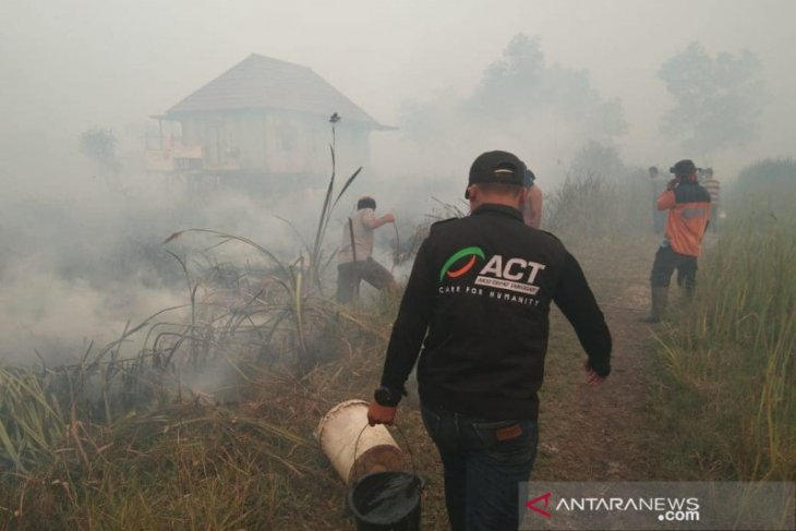 South Sumatra government extends wildfire emergency alert status