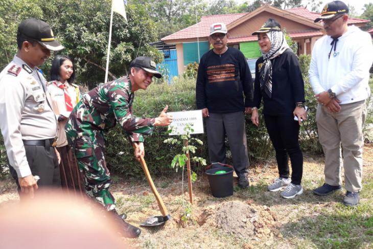 Tabalong tanam ribuan bibit pohon dukung revolusi hijau