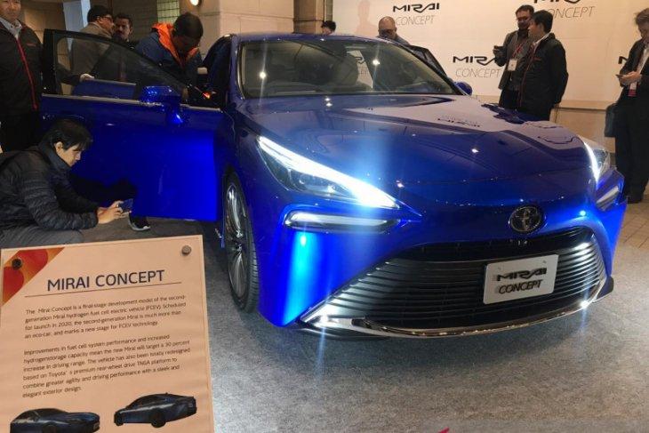 Kerennya mobil hidrogen Toyota Mirai di