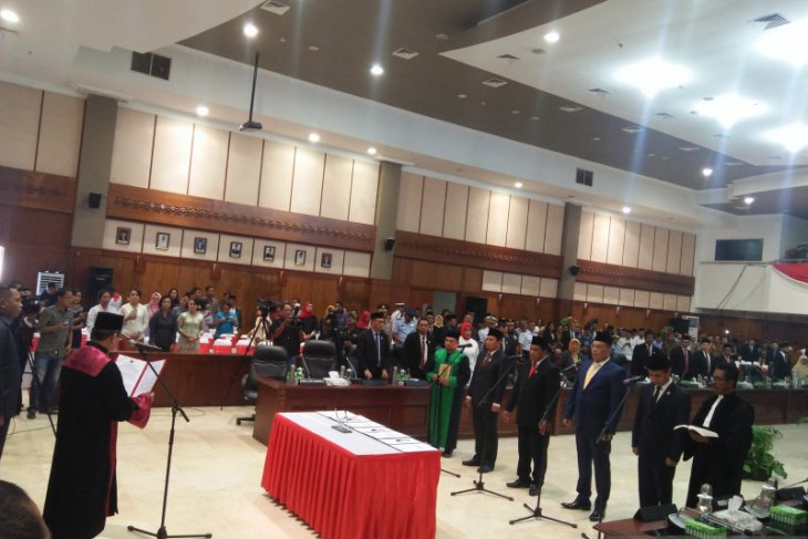 Empat pimpinan DPRD Maluku laksanakan sumpah dan janji