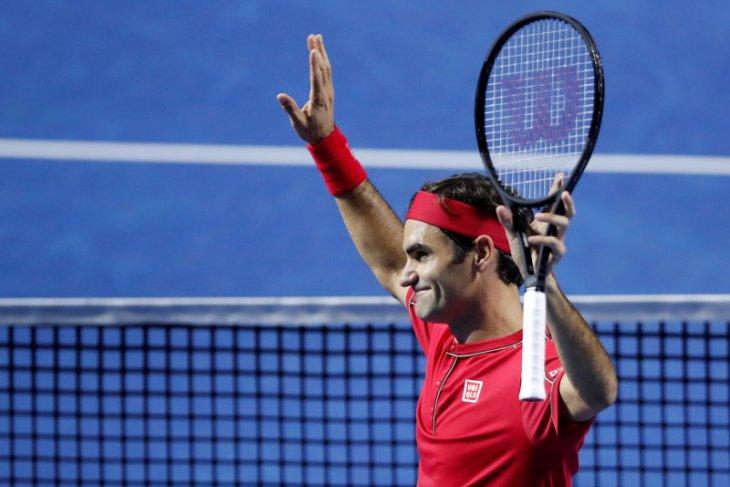 Tenis, Federer catat kemenangan ke-50 usai tekuk Tsitsipas di Basel