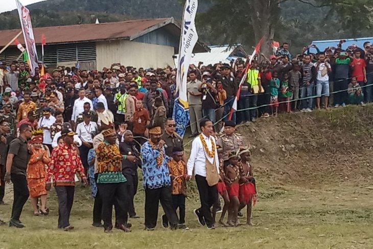 Masyarakat Arfak antusias sambut kehadiaran Presiden Joko Widodo
