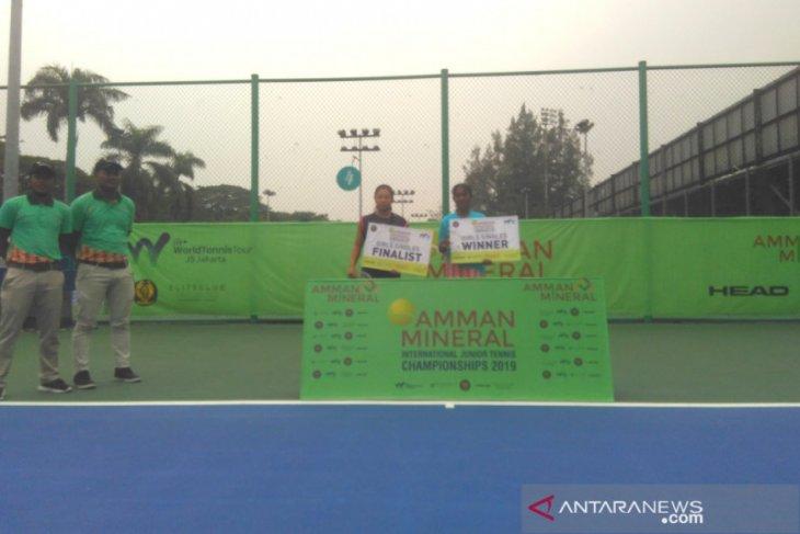 Putri-putra Indonesia jawara kategori tunggal Amman International