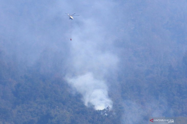 Helikopter BNPB mulai beroperasi padamkan karhutla Gunung Ijen Banyuwangi