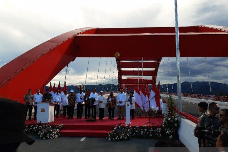 President Jokowi inaugurates Youtefa Bridge in Jayapura