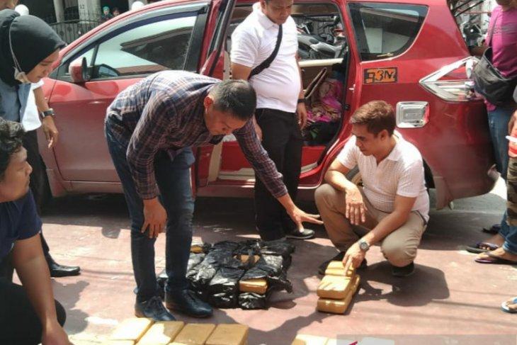 Polda Riau gagalkan peredaran puluhan kilogram paket ganja asal Aceh tujuan Jambi