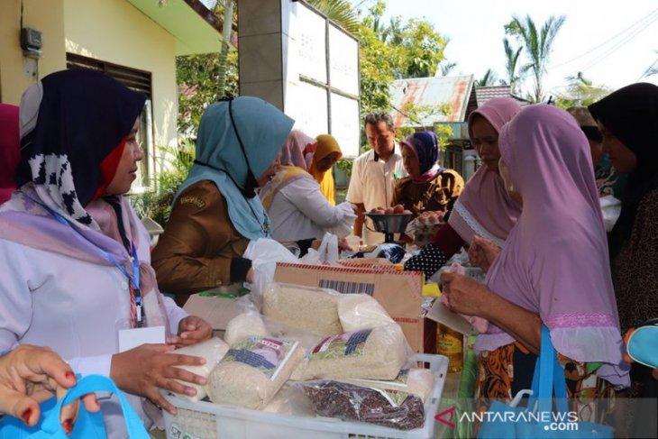 Warga Kecamatan Telaga Langsat serbu pasar murah