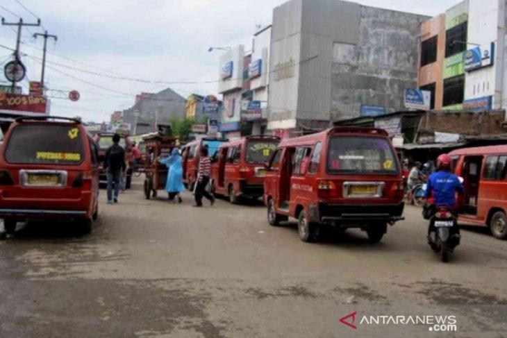 Tarif angkot tidak sesuai ketentuan dikeluhkan warga Bekasi