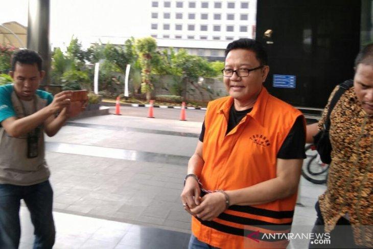KPK periksal tiga saksi kasus suap impor bawang putih