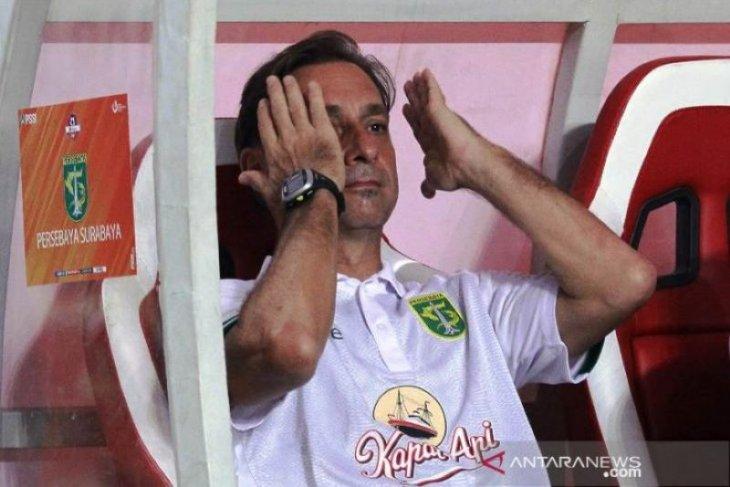 Pasca telan kekalahan dari PSS Slemen,  Pelatih Persebaya nyatakan mundur