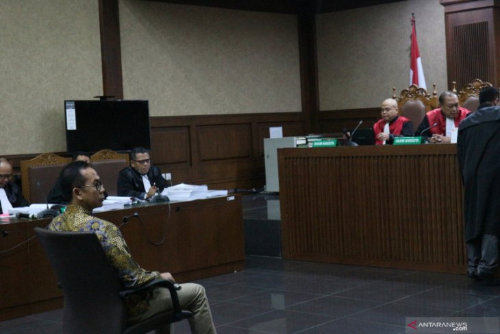 Dalam sidang terungkap, dari proyek di Banten Wawan dapat untung Rp1,8 triliun