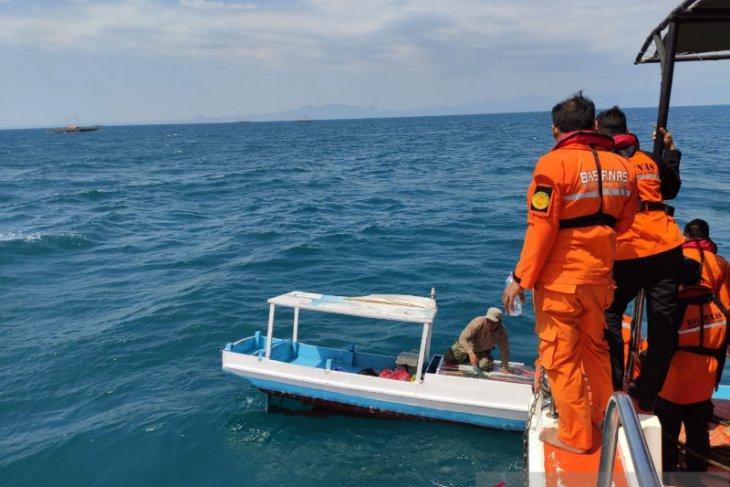 KMP Dausa diterjang ombak, 30 penumpang selamat