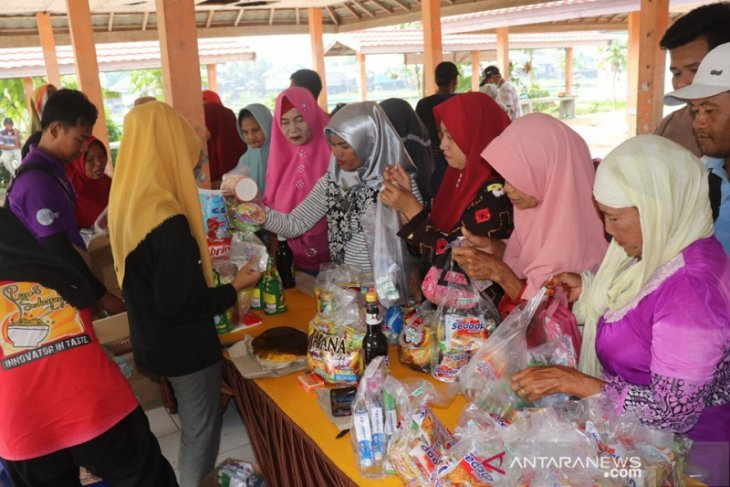 150 kupon dibagikan dalam pasar murah di Kecamatan Daha Barat