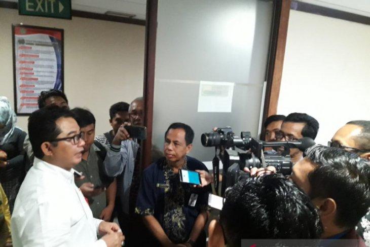 Abu Helmi Resmikan Ruangan Media Center Biro Humas