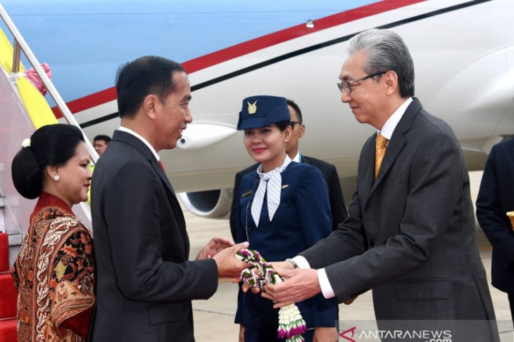 Presiden FIFA temui Presiden Joko Widodo di Bangkok