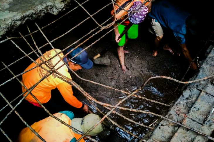 Tanah longsor di Trenggalek rusak sumber air dan jaringan pipa