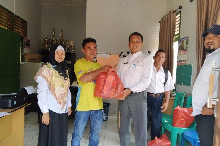 Dinsos Bangka Barat salurkan 1.200 paket bahan pangan untuk warga marjinal